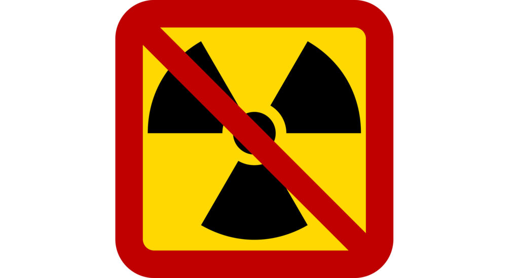 Skilt med radioaktivt stoff med strek over
