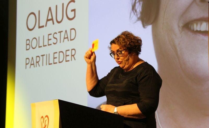 Bilde av Olaug Bollestad i sin tale til 400 KrF-ere på landskonferansen