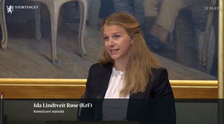 Ida Lindtveit Røse på talerstolen i Stortinget