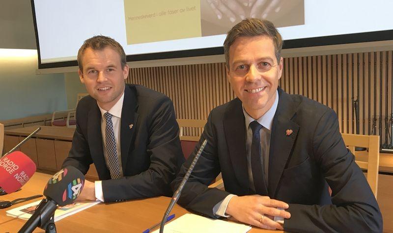 Knut Arild Hareide og Kjell Ingolf Ropstad på pressekonferanse