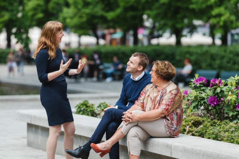 Partiledelsen som snakker sammen. Ingelin Noresjø, Kjell Ingolf Ropstad og Olaug Bollestad. Foto: Ganesh