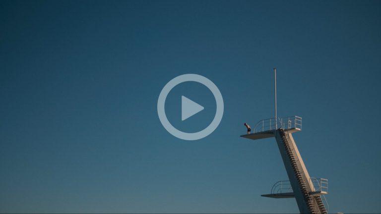 Gutt på stupetårn (spill av film)