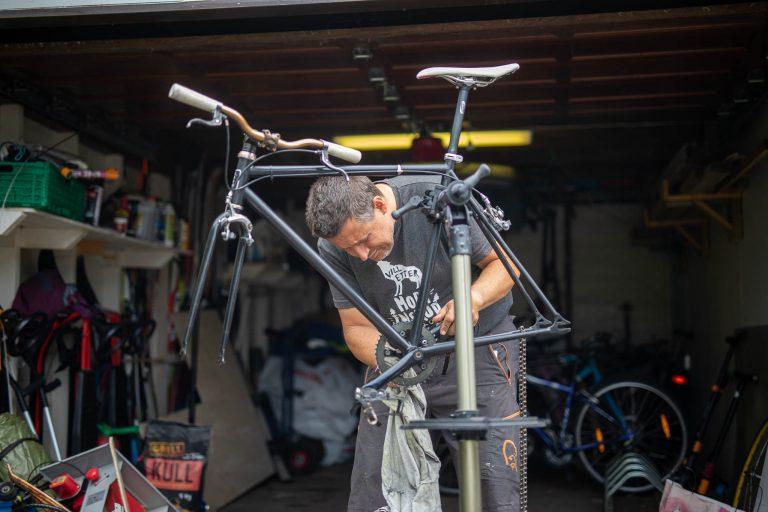 Espen Andreas Hasle mekker på sykkel